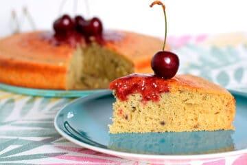Bizcocho sin gluten con cerezas