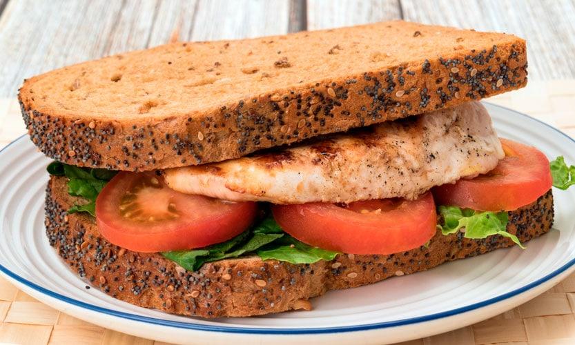 Receta sin gluten de sandwich de pollo asado y canónigos